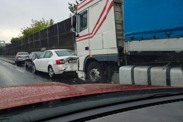 Verkehrsunfall – Kollision bei unzulässigem Wechsel auf den rechten Seitenstreifen der Autobahn