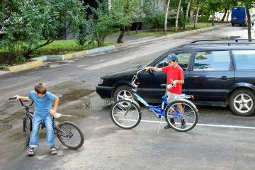 Verkehrsunfall – Radfahren eines 9-jährigen Kindes auf Parkplatz – Haftung