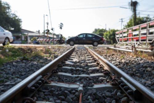 Schadensersatzansprüche bei Blockade der Gleisanlage und Straße durch verunfalltes Fahrzeug