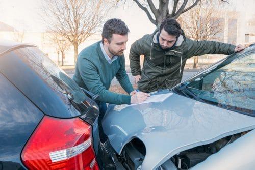 Verkehrsunfall - Auffahrunfall nach einem Spurwechsel des Vorausfahrenden