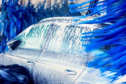 Anforderungen an Verkehrssicherungspflicht eines Waschstraßenbetreibers