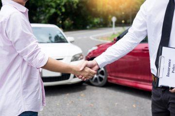 Verkehrsunfall – Kollision zwischen abbiegendem und geradeaus fahrenden Fahrzeug