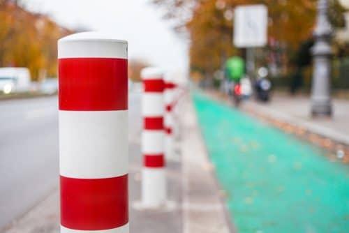 Verkehrssicherungspflichtverletzung durch Aufstellen von Pollern auf Radweg