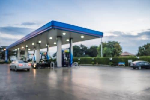 Verkehrsunfall bei Rangieren auf Tankstellengelände