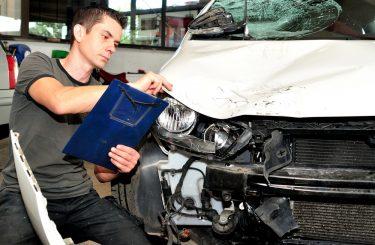 Verkehrsunfall - Pflichten der Reparaturwerkstatt bei Vorliegen eines Schadensgutachtens
