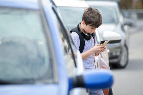 Verkehrsunfall - Überqueren einer Straße durch 11-Jährigen - Mitverschulden