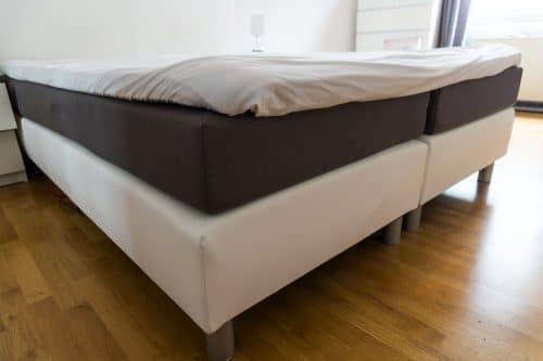 Boxspringbett mit zwei Matratzen