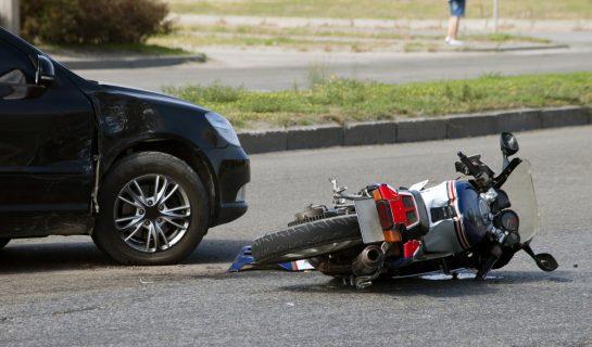 Kollision Linksabbieger mit auf einem Schutzstreifen entgegenkommenden Motorrad