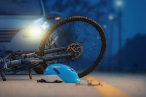 Verkehrsunfall - ungeklärte Kollision zwischen unbeleuchteten Fahrrad und Pkw
