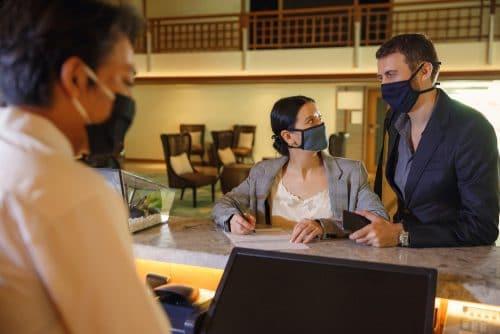 Corona-Schutzverordnung - Verbot der Beherbergung von Privatreisenden als Pachtmangel