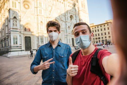 Corona - Tragen Mund-Nasen-Bedeckung - öffentlichen und touristischen Personenverkehr