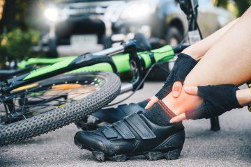 Haftungsverteilung bei Kollision zwischen rechtsabbiegenden Lkw und überholenden Fahrradfahrer