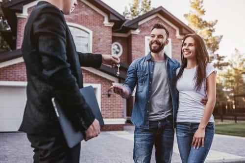 Grundstücks- und Wohnungsmaklervertrag - Wirksamkeit einer Verlängerungsklausel