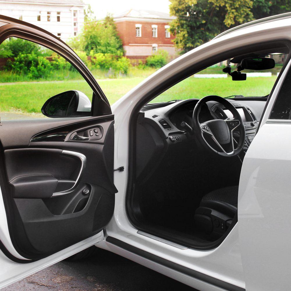 Verkehrsunfall - Einfahren Parkbucht und Öffnen Fahrzeugtür